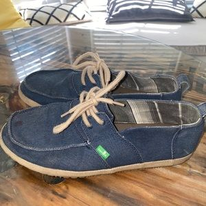 Navy Sanuk shoes sz 9.5
